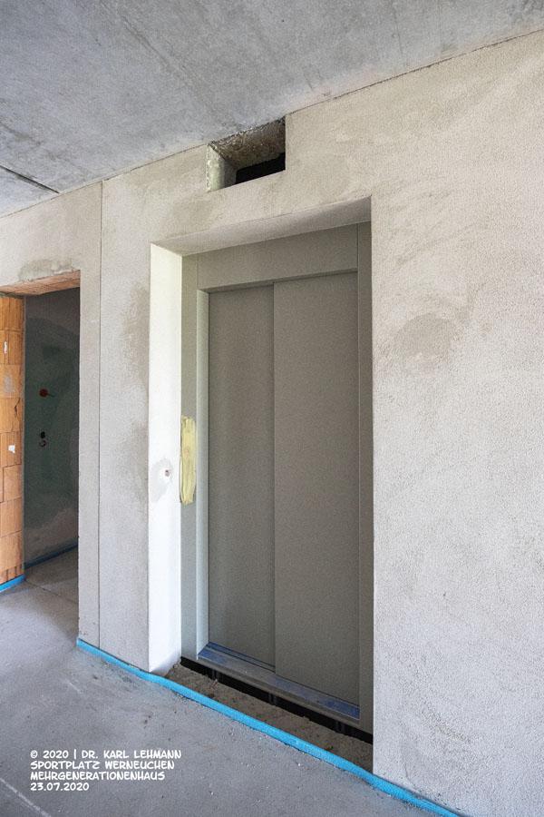 Mehrgenerationenhaus RW WER, Fahrstuhl zu 1. Etage